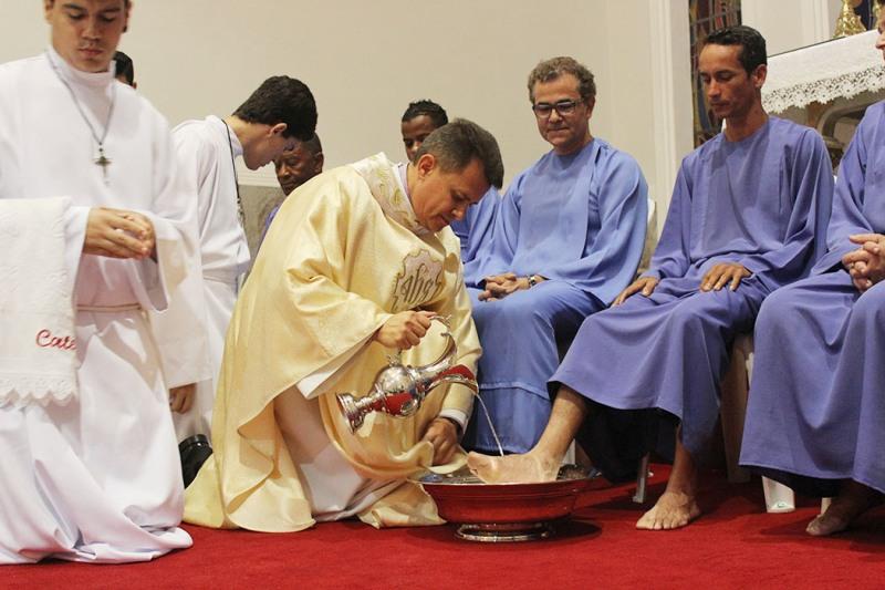 af3dfc821dd2 CNBB Regional Leste 2 : Diocese de Gov. Valadares: Missa de Lava-pés ...